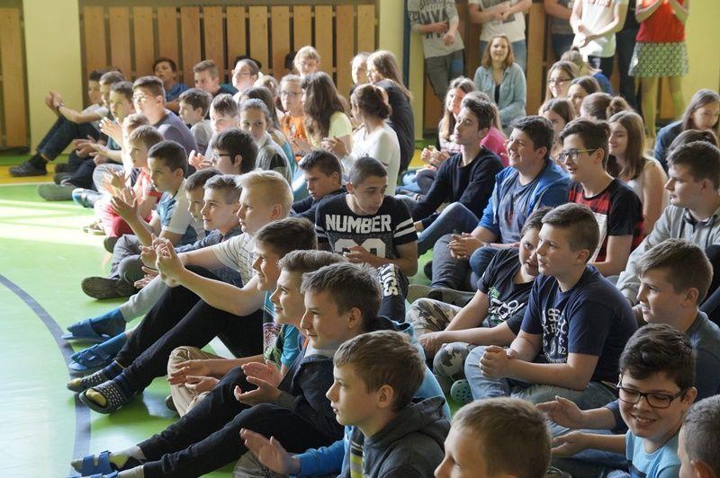 A nyékvárkonyi iskola diákjai. Fotó: ha