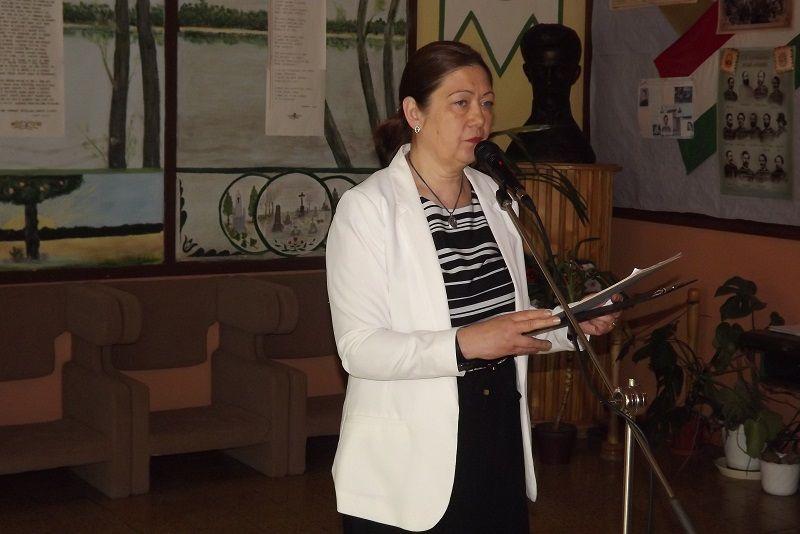 Ünnepi beszédet mondott Boschetti Adrianna igazgatónő (Fotó: Miriák Ferenc)