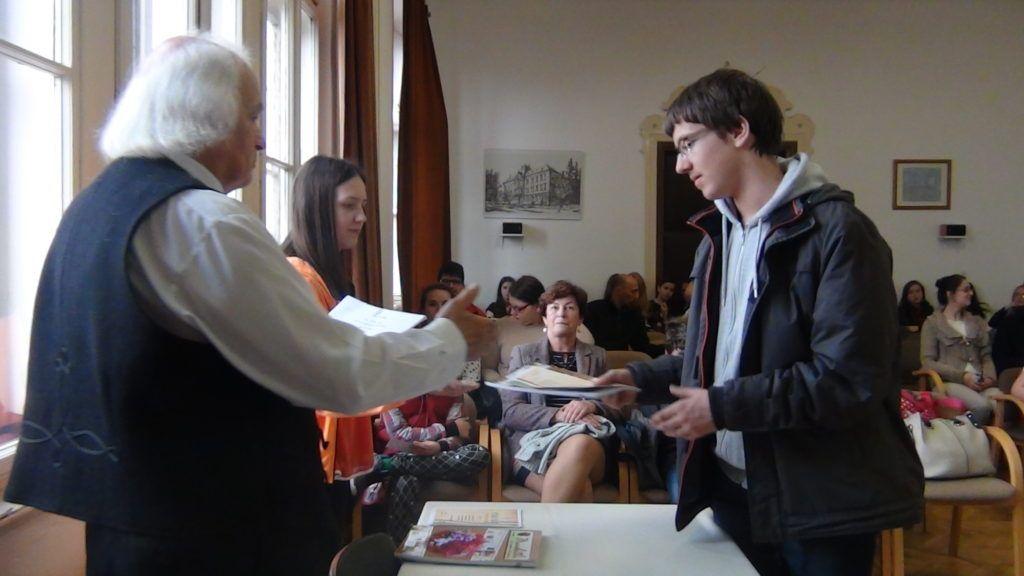 Díjkiosztás Rimaszombatban, a Tompa Mihály Református Gimnázium dísztermében (Fotó: HE)