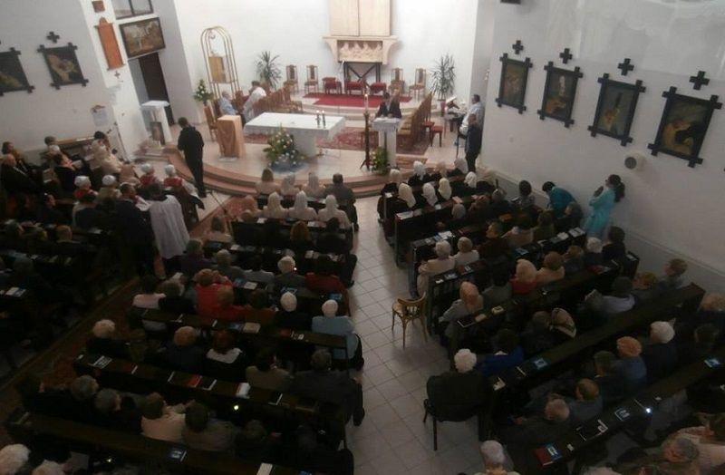Készülődés a hálaadó szentmisére (Fotó: Zborai Imre)
