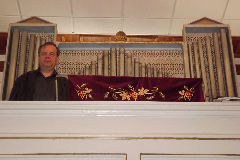 A szakma egyik legismertebb magyarországi szaktekintélye, Sipos István hangszerész, orgonaépítő, egyházi karnagy. Fotó: mf