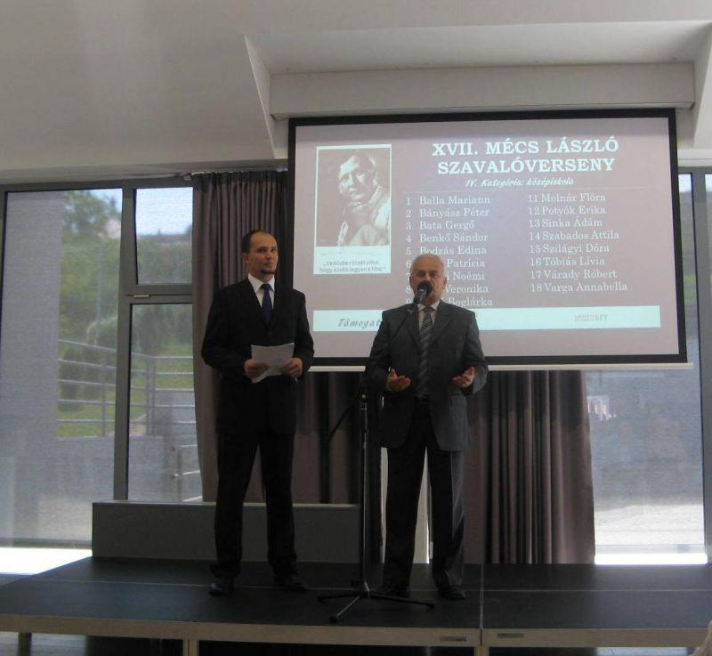 Pásztor István a helyszínt biztosító LSZBFT elnöke szól a megjelentekhez.