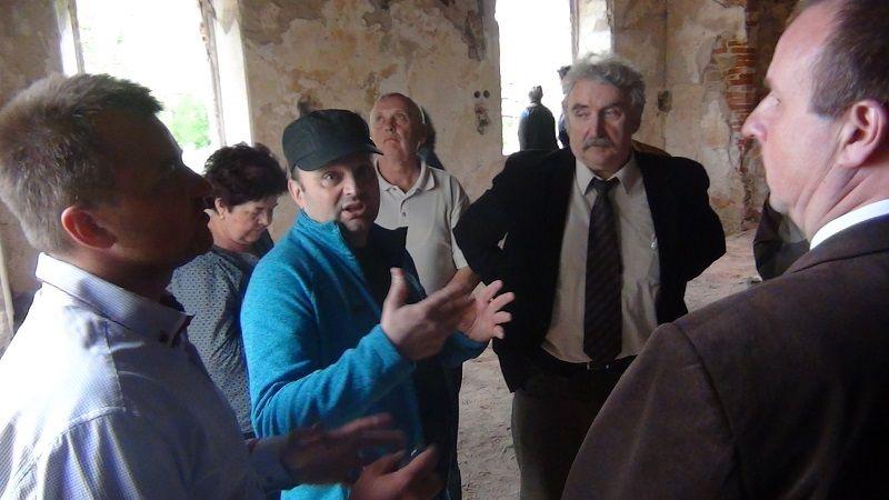 Slavomír Regec beszámol a felújítási munkálatokról (Fotó: HE)