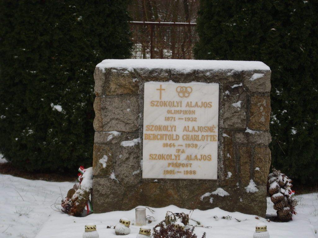 Szokolyi sírmeléke Bernecebarátiban Csáky Károly felvételén