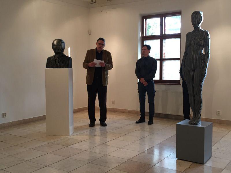 Wehner Tibor méltatja az alkotót (Fotó: Sziklai Krisztina)