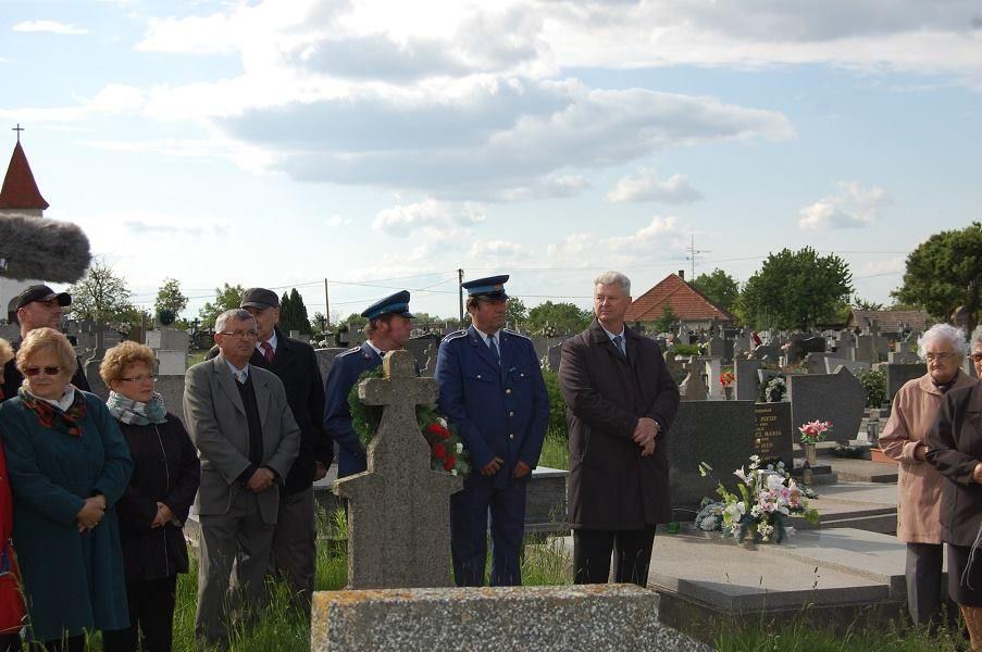 Az ismeretlen magyar katonák sírjainál (Fotó: Dobsony Róbert)
