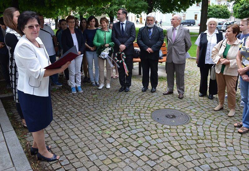 Hecht Anna, a Somorja és Vidéke kulturális társaság nevében mint szervező köszönti a tanulmányút résztvevőit