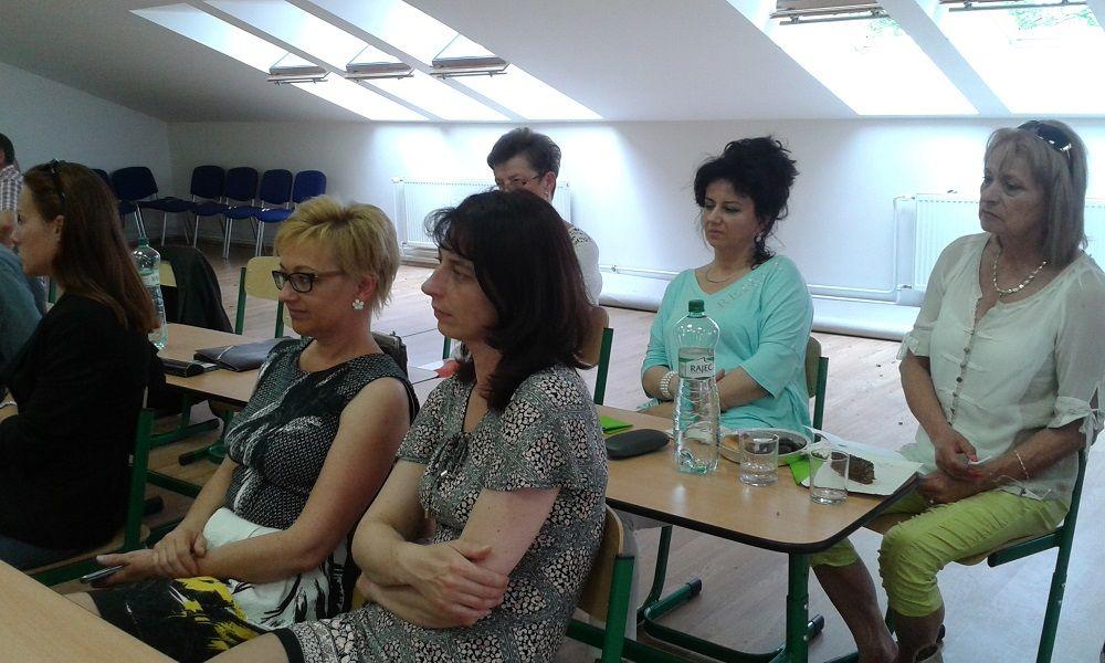 Tornalja város polgármestere, Szögedi Anna is megtisztelte a konferenciát /hátsó sor, balról/ (Fotó: HE)