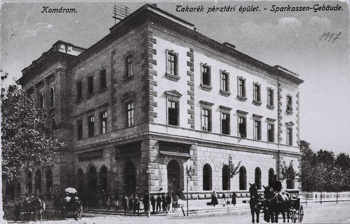 Bérkocsik a városközpontban (1917)
