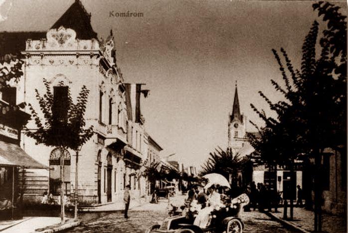 Az első autók egyike a Nádor utcán