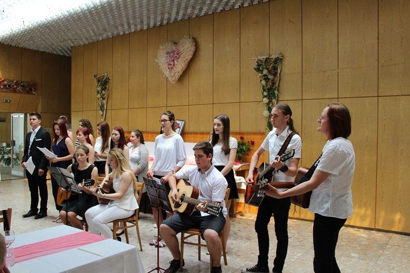 A szenci középiskola dikjainak fellépése (Fotó: Neszméri Tünde)
