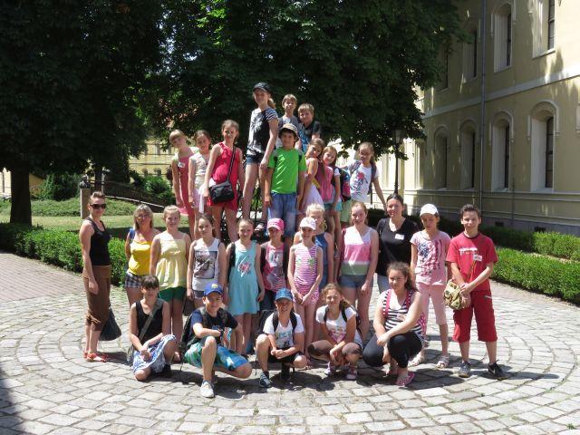 A tavalyi táborban résztvevő gyerekek egy csoportja (fotó-SZMPSZ archívuma)