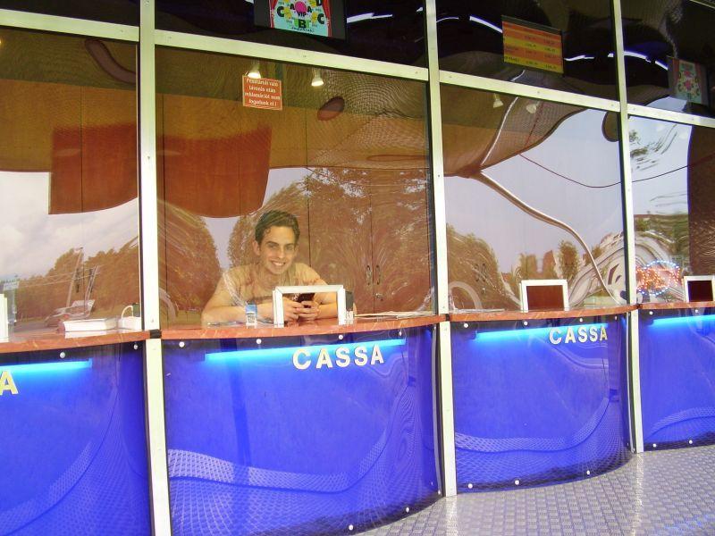 Az Eötvös cirkusz új pénztárában.