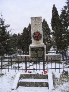 Az elesett hősök emlékműve Csáky Károly felvételén