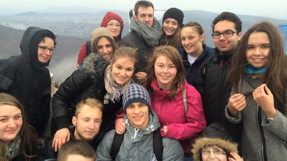Cselényi Krisztina és csoporttársai közös kiránduláson (fotó BI)