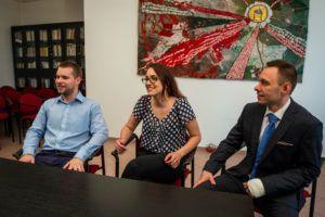 Kovács Balázs, Kotiers Róza és Bauer Dávid a pozsonyi sajtótájékoztatón (Fotó: Diákhálózat)