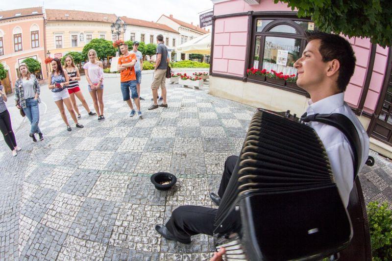 Jakab Levente utcazenész