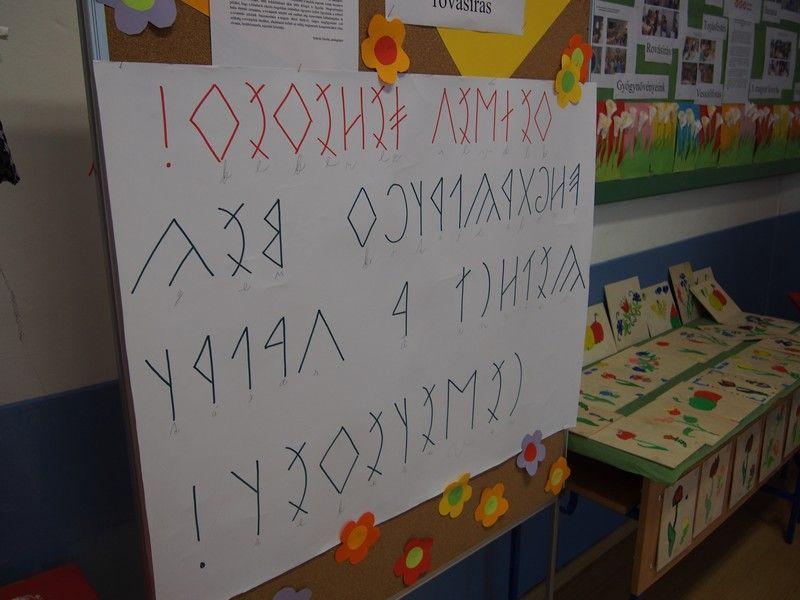 Könnyen elsajátították a rovás írást a gyerekek