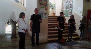 Sebők Attila iskolaigazgató hálás Kovács Ágnesnek a közbenjárásért (Fotó: HE)