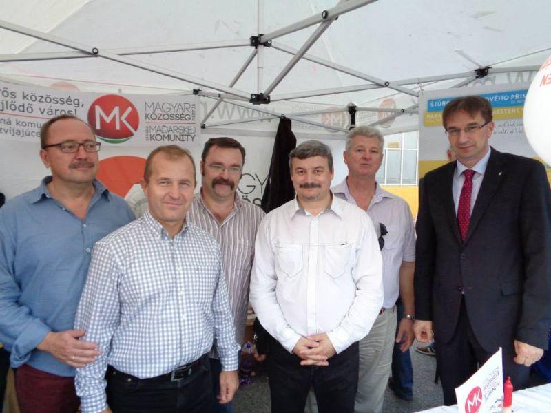 Az MKP és a FIDESZ politikusai között.
