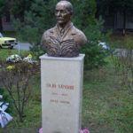 Sajó Sándor ipolysági szobra Csáky Károly felvételén