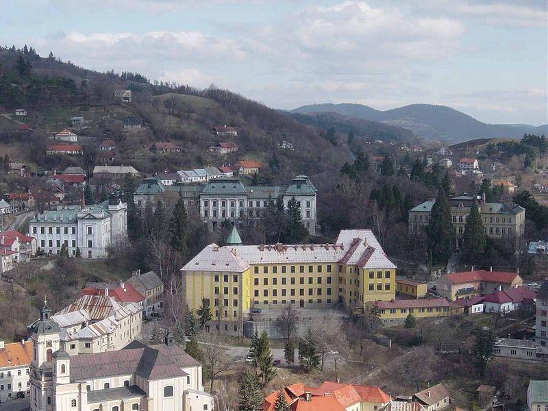 Selmecbányai látkép az akadémiai épületekkel