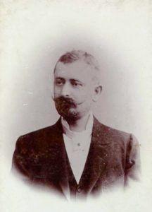 Sebők Zsigmond csatlakozott Pósa Lajos lapjához, Az Én Újságomhoz, és hamarosan közkedveltté vált szellemes írásaival