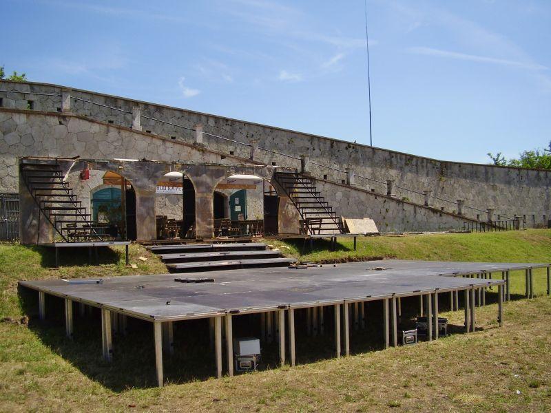 A történelmi várfalakon is zajlik majd a játék.