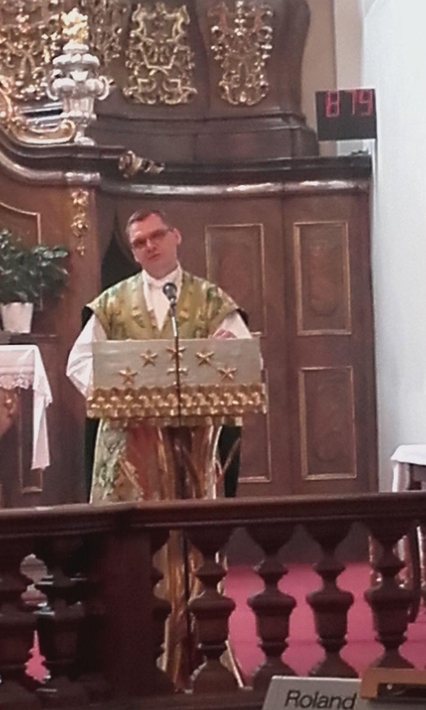 Balga Zoltán a prágai magyar hívőkhöz szól (Fotó: Kokes János)
