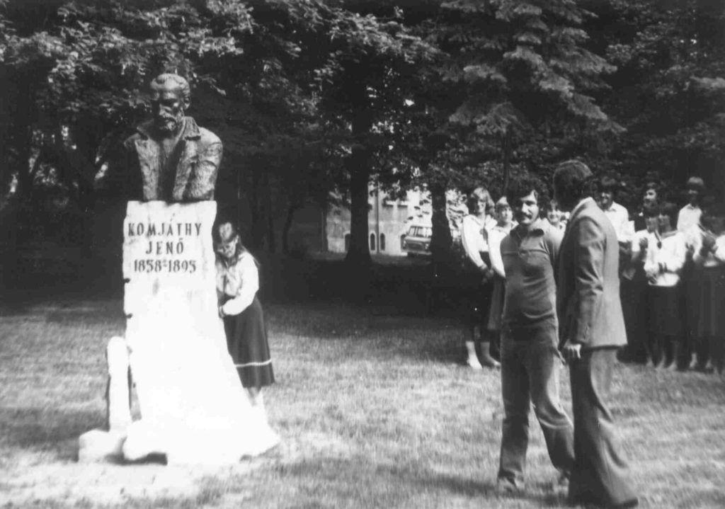 Győrfi Sándor Komjáthy-szobrának avatása Balassagyarmaton (Helytörténeti Gyűjtemény)