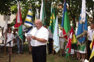 zerman János, Süttő polgármestere és a Hídverő Társulás társelnöke ünnepi beszéd közben