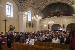Hívek a templomban (Fotó: Molnár Levente)
