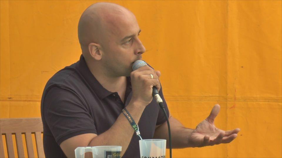 Menyhárt József a Gombaszögi Nyári Tábor péntek délelőtti panelbeszélgetésén (Fotó: HGY/Felvidék.ma)