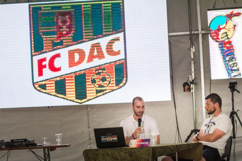 Németh Krisztiánnal a DAC-ról. (Fotó: Szemán Viktor)