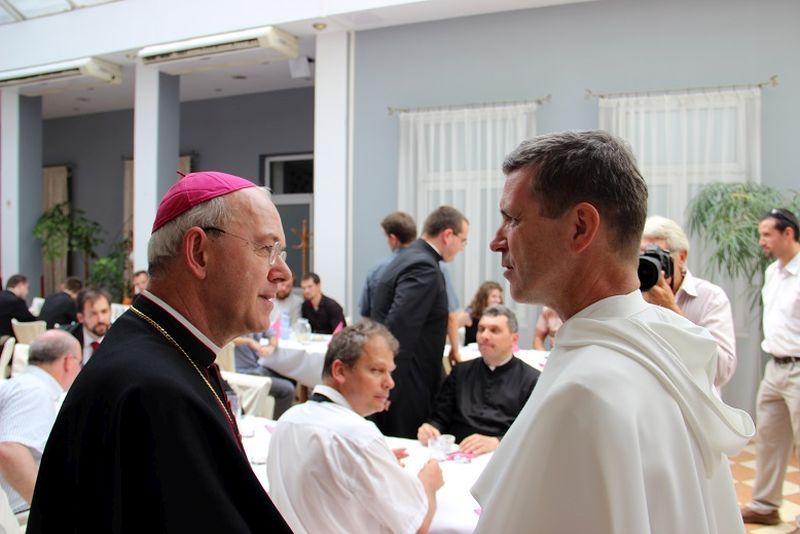 Schneider püspök és Fotta rendfőnök