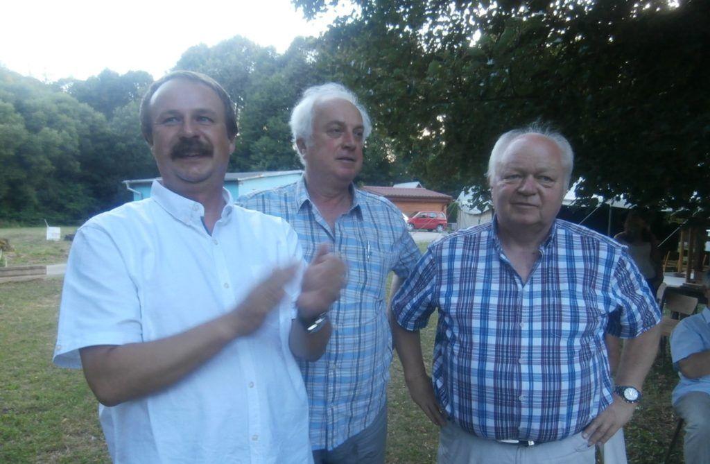 Jó a hangulat a szabadegyetemen. Szesztay Ádám, Csoltkó Jenő, Zachariás István (Fotó: Zborai Imre)