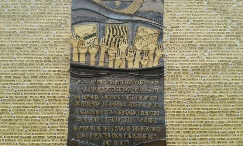 A Dunaszerdahelyről és környékéről haláltáborokba hurcolt zsidók emlékfala
