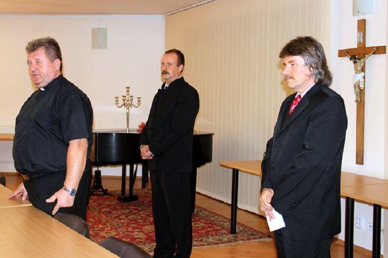 A megnyitó szónokai, Pásztor Zoltán (j), Szesztay Ádám és Okos Márton (j). Fotó: Balassa Zoltán
