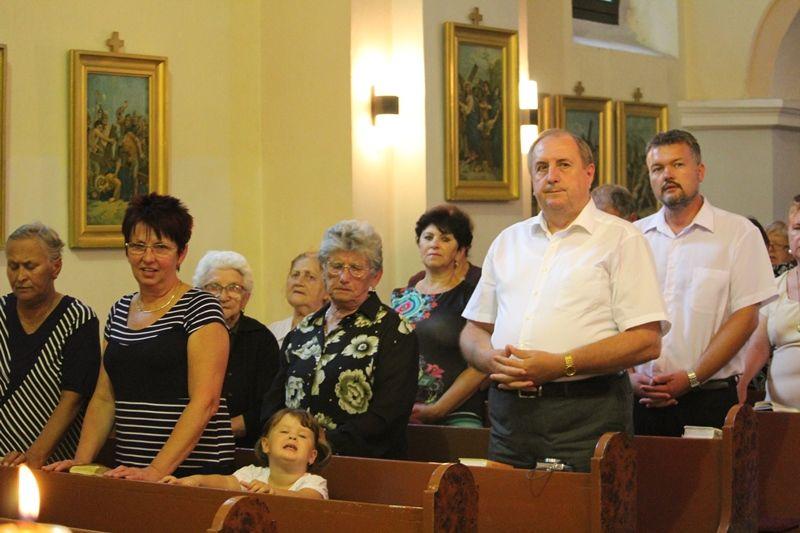 Az emlékezők a szentmisén (Fotó: Neszméri Tünde/Felvidék.ma)