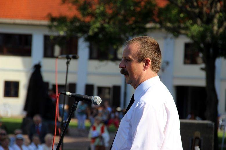 Szesztay Ádám főkonzul határozott beszédet mondott az államalapítói örökség aktualitásáról. Fotó: Balassa Zoltán