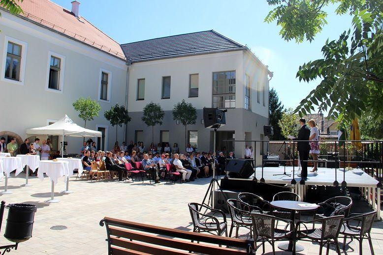 Az ünnepség a múzeum udvarán zajlott (Fotó: Balassa Zoltán)