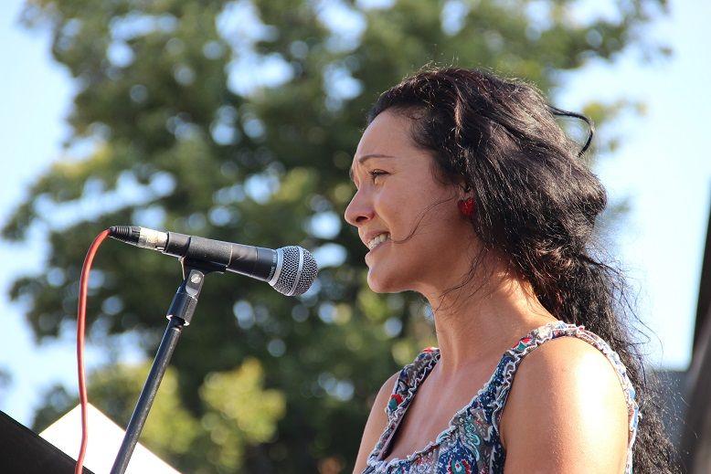Abaházi Nagy Lívia a kitüntetettek tiszteletére énekelt. Fotó: Balassa Zoltán