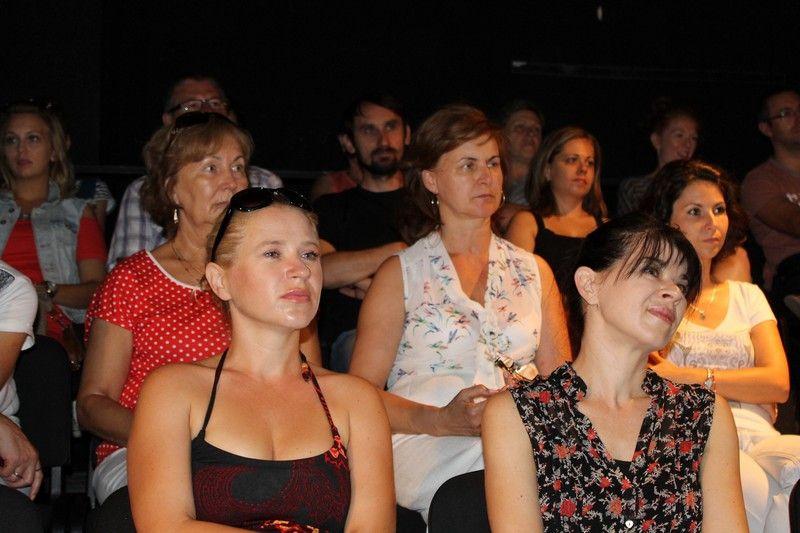 Holocsy Katalin (b) anyasági ebben az évadban tér visszaa színpadra, mellette testvére, Holocsy Krisztina (j) Fotó: Szalai Erika