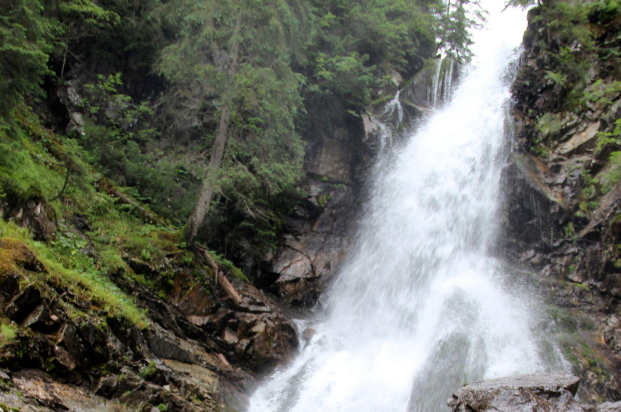 Dübörög a vízesés. Fotó: Balassa Zoltán