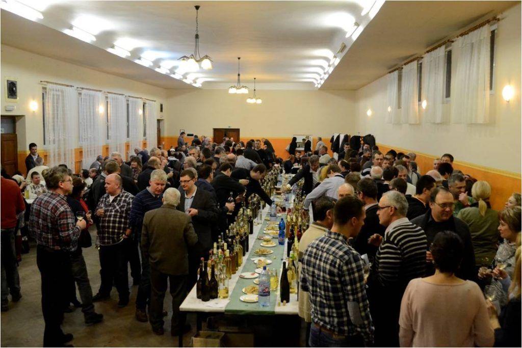 Az új bor kóstolása (Fotó: Szegedy László)