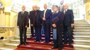 A miniszterelnök-helyettes a díjazottakkal (Fotó: Gecse Géza/Felvidék.ma)