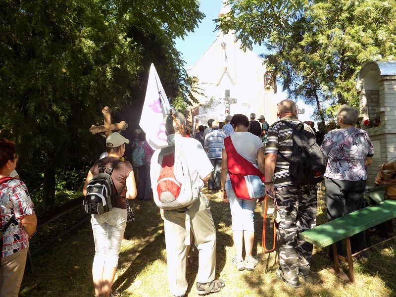 Érkezés a kápolnához (Fotó: Berényi Kornélia)