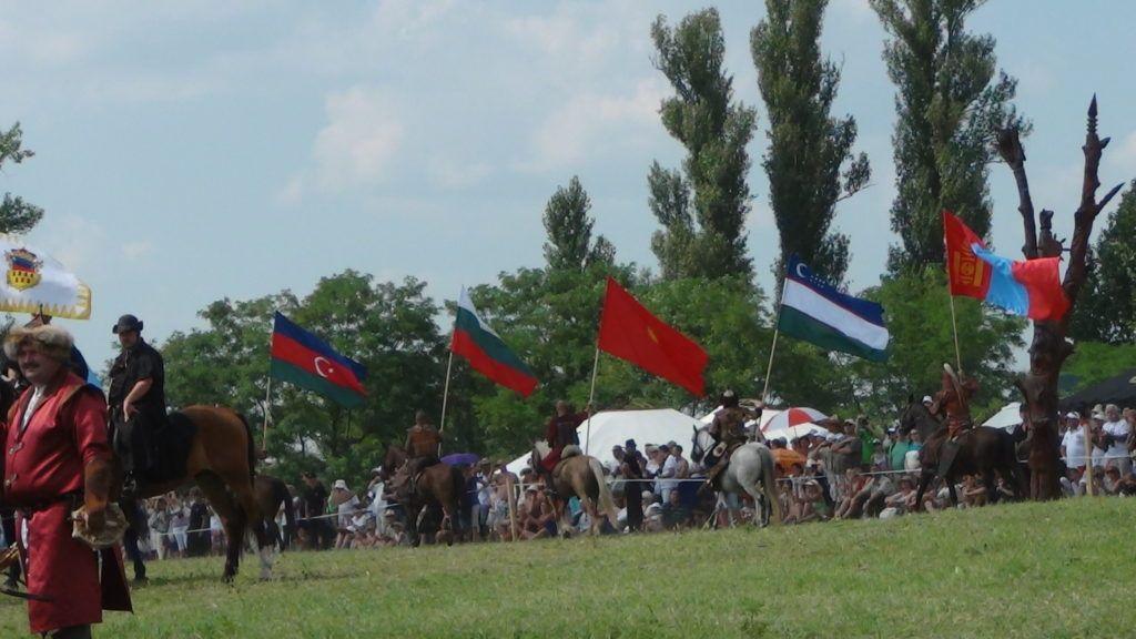 A zászlók felvonulása 2014-ben (Fotó: archív, HE)