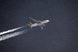 Az Arab-öböl országai legnagyobb légitársaságának, a Quatar-nak a gépe 10 500 méteren (Fotó: Németh István)