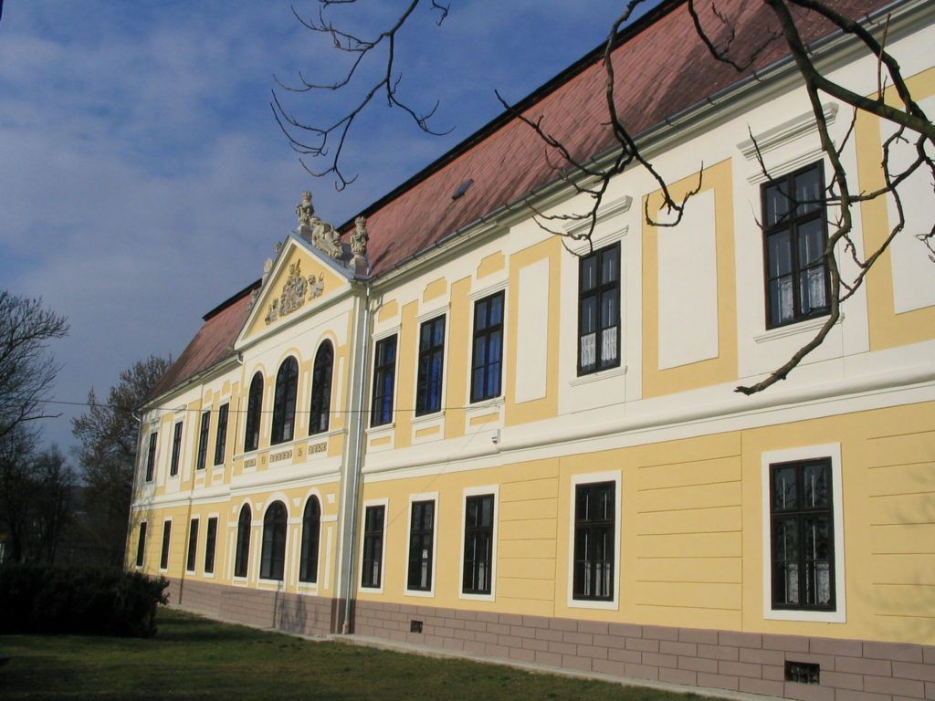Az iskola főépülete a Palásthy-kastélyban, a szerző utolsó állomáshelye. Csáky Károly felv.